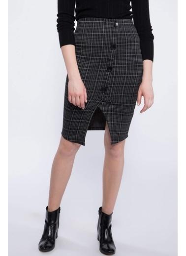 DeFacto Yırtmaçlı Düğme Detaylı Kareli Slim Fit Etek Siyah